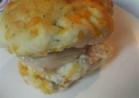 Leftover Thanksgiving Turkey and Gravy Biscuit Recipe by