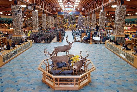 An Excursion to Hunting Megastore Cabela's -- New York