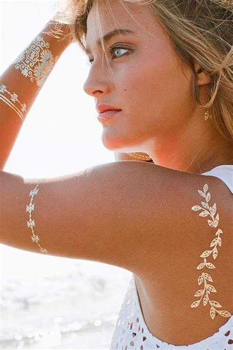 40 Fashionable Gold Henna Tattoos for Temporary Style